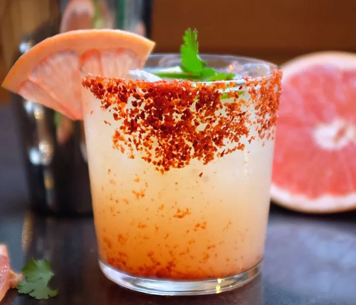 Vida Paloma cocktail with garnishes
