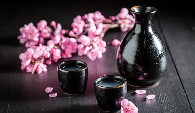 Sake in black glasses