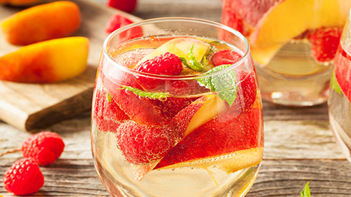 Sparkling white sangria with fruits